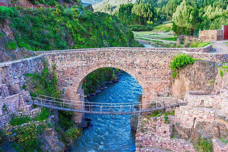 Cele două poduri de la Checacupe